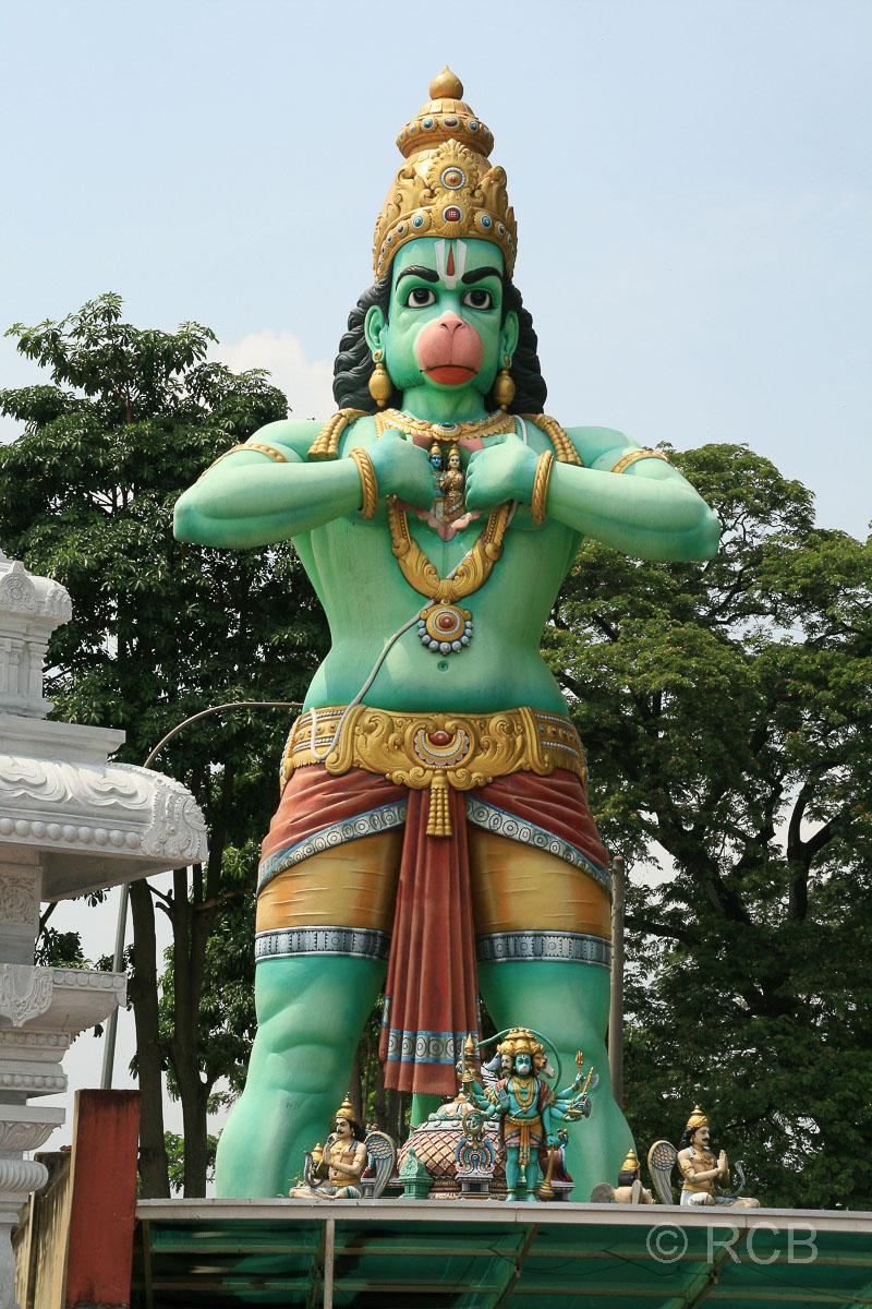 riesige Hindugott-Statue an den Batu Caves