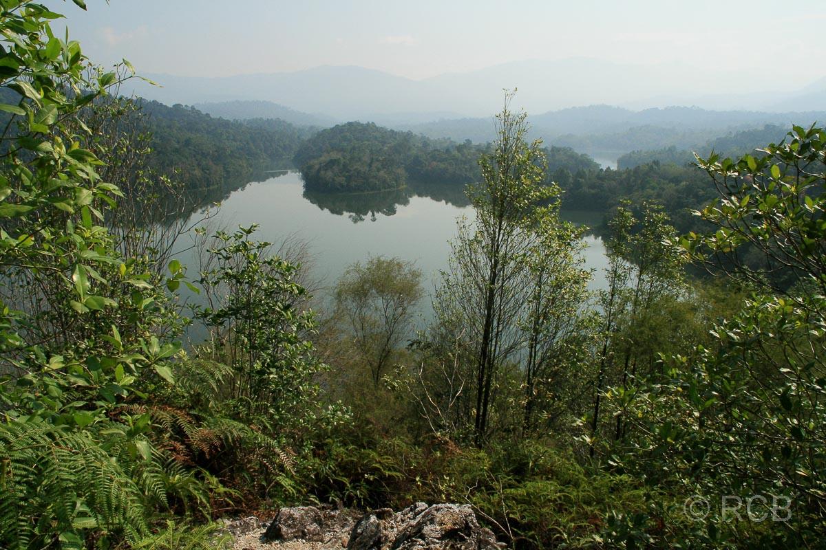 Ausblick von der Klang Gate Ridge auf die Wasserreservoirs der Stadt