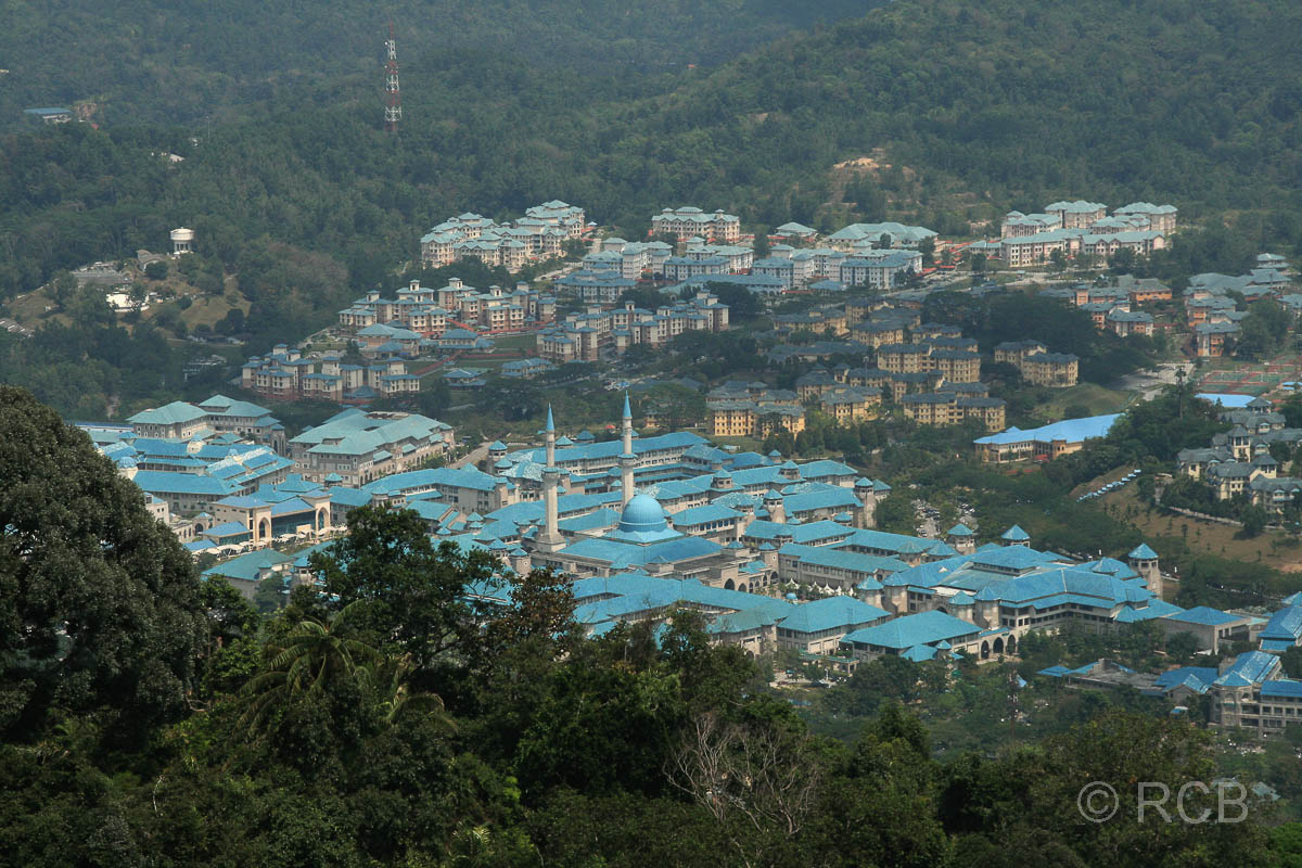 Ausblick von der Klang Gate Ridge auf die islamische Universität