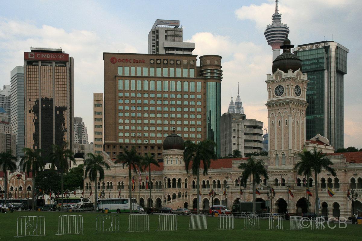 Sultan Abdul Samad Building, im Hintergrund Menara KL