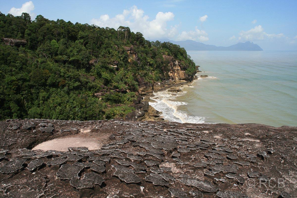 Teluk Pandan Kecil mit Blick auf die Santubong-Halbinsel