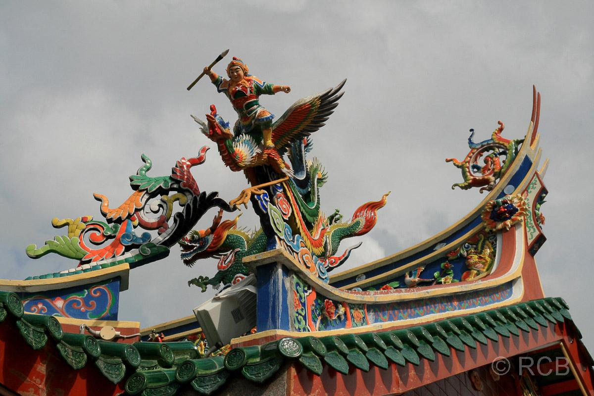 Drachen auf dem Dach des Tua Pek Kong Tempel, Kuching