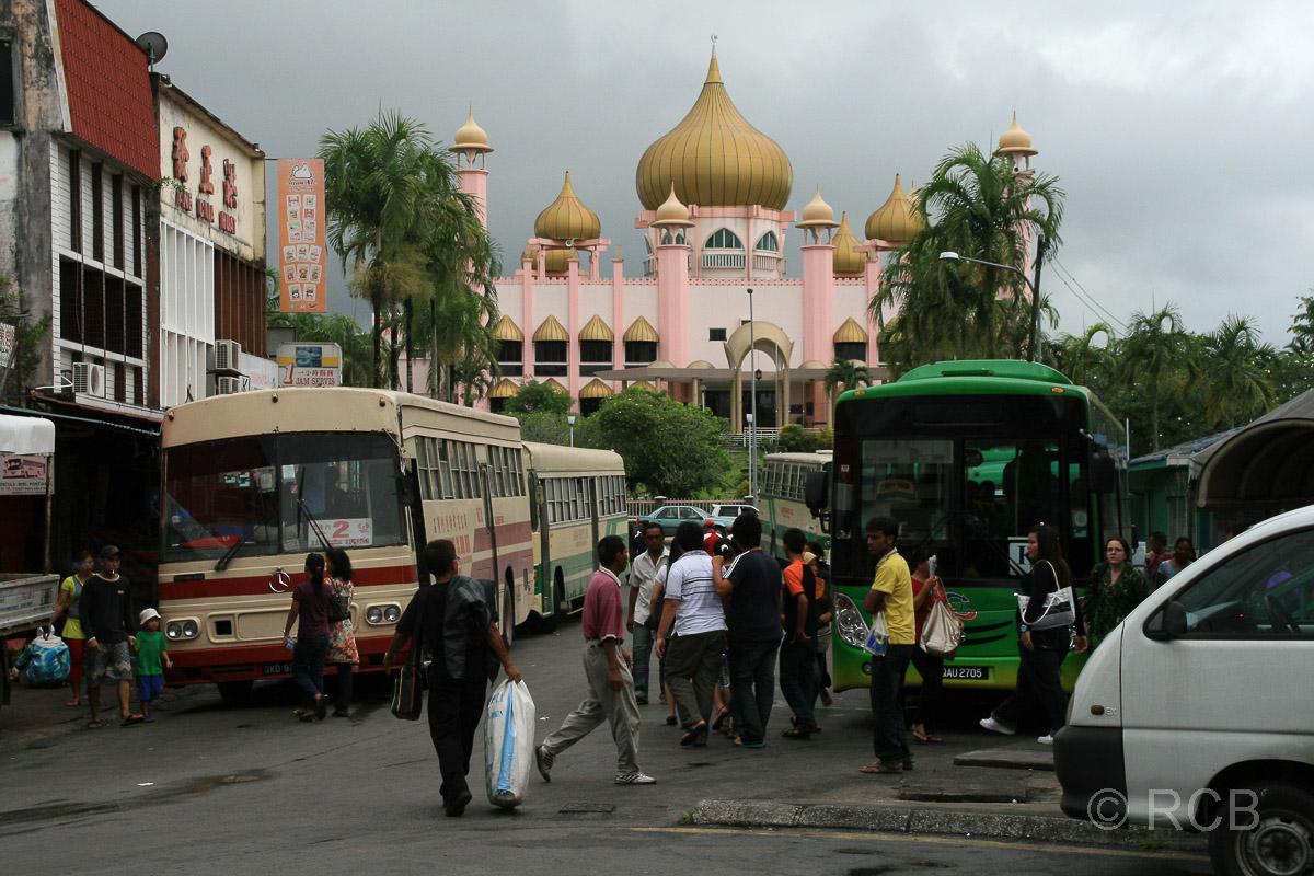Busbahnhof und Masjid Kuching