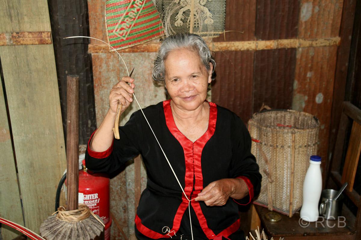Korbflechterin, Sarawak Cultural Village