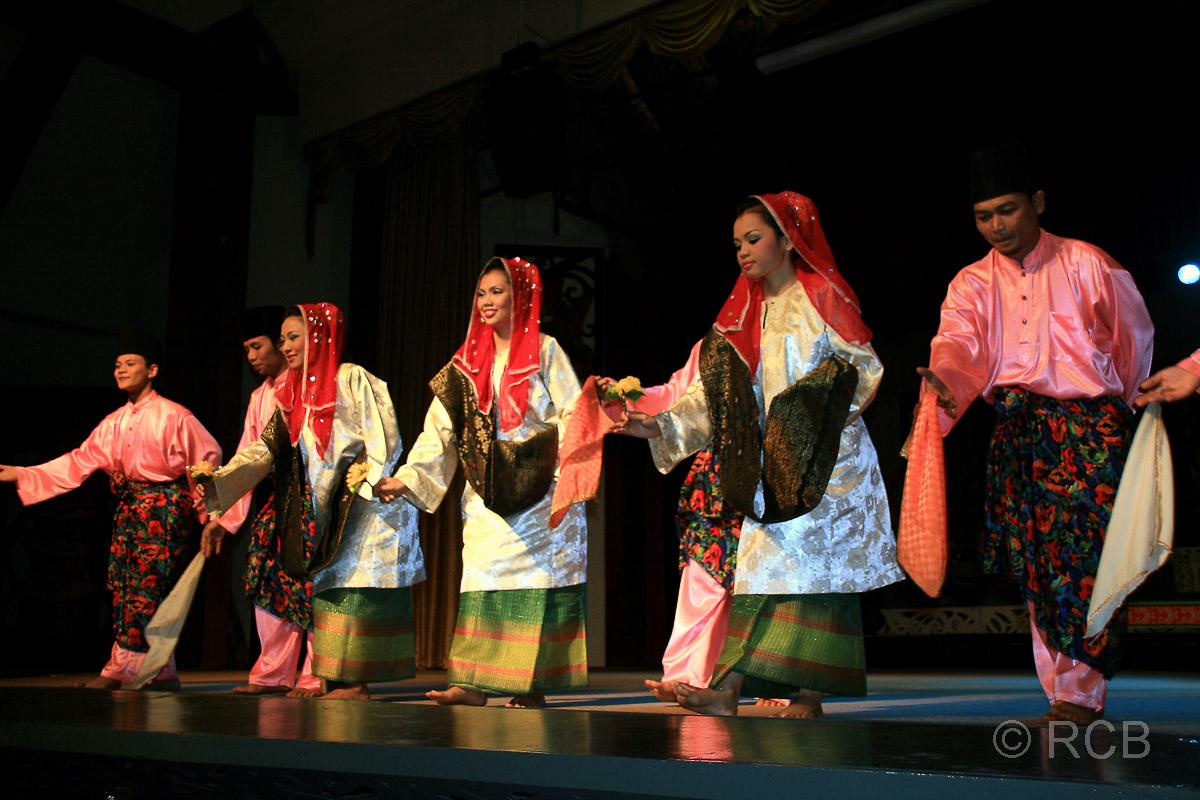 Sarawak Cultural Village, Volkstanz-Show