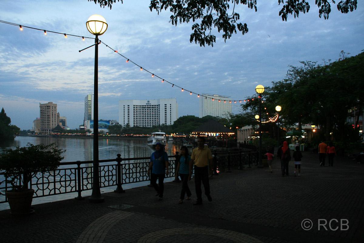 Abendstimmung an der Waterfront in Kuching