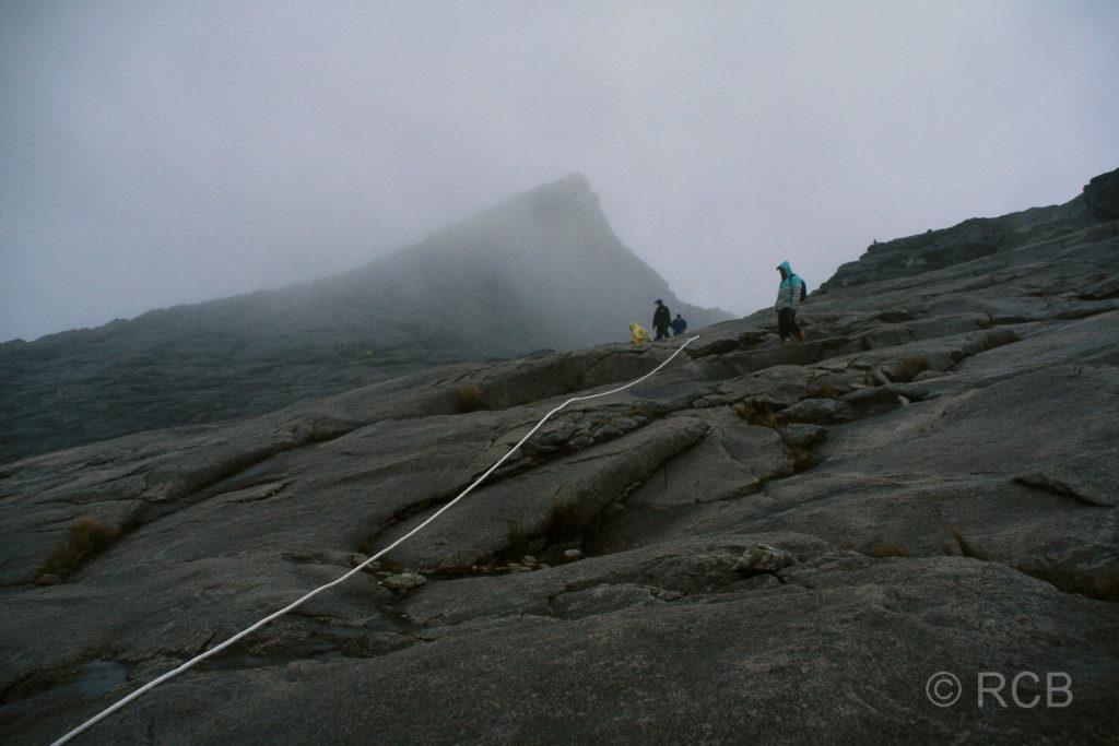 Seilführung beim Absteig vom Gipfel des Mt. Kinabalu