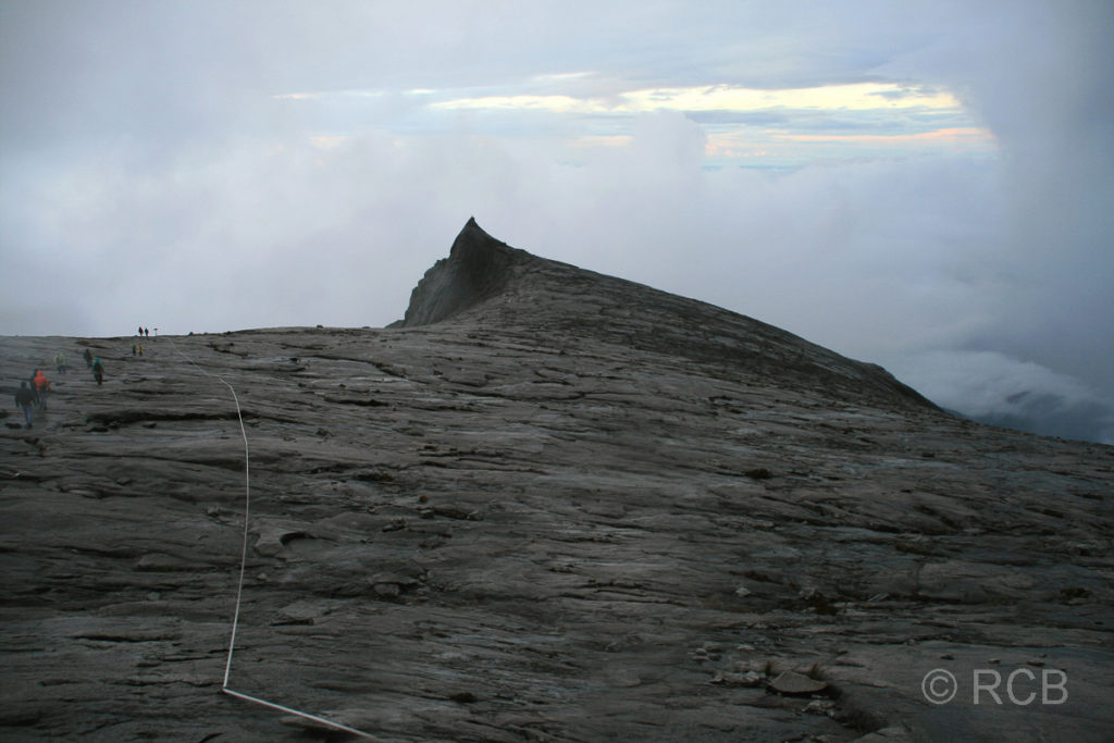 Gipfelplateau des Mt. Kinabalu mit South Peak