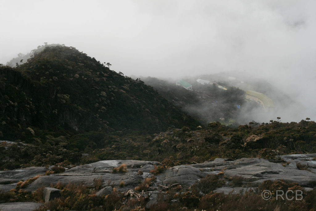 Abstieg vom Mt. Kinabalu, Blick auf die Laban Rata-Hütte