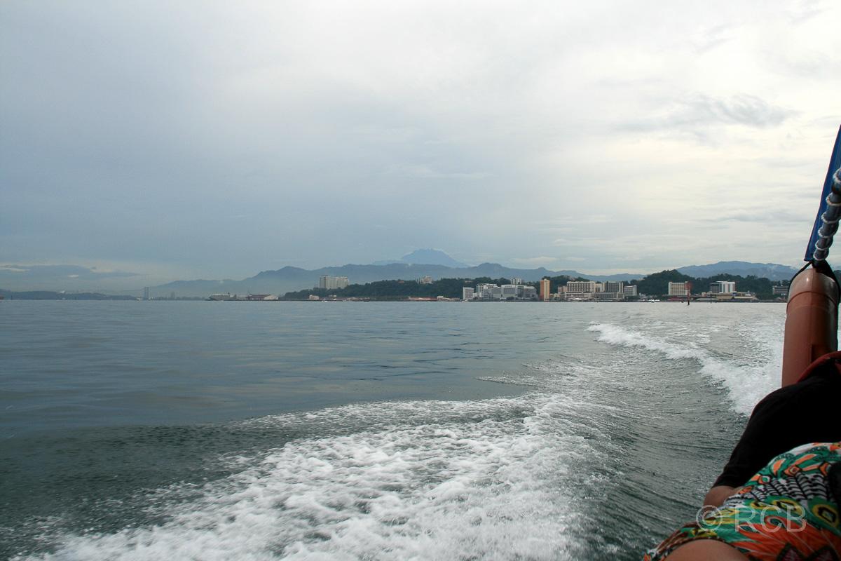 Boot bei der Überfahrt von Kota Kinabalu nach Pulau Sapi