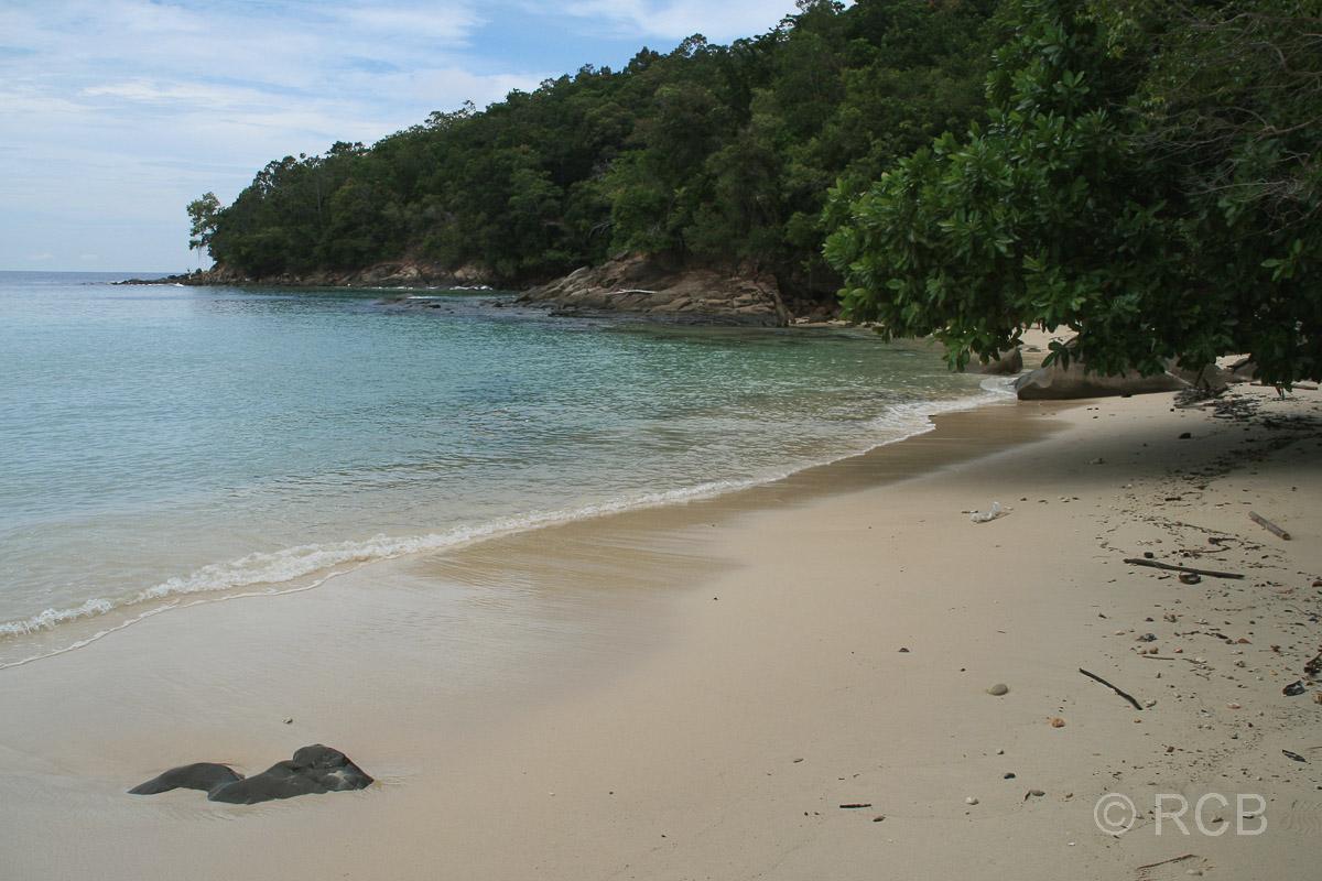 weißer Sandstrand auf Pulau Sapi
