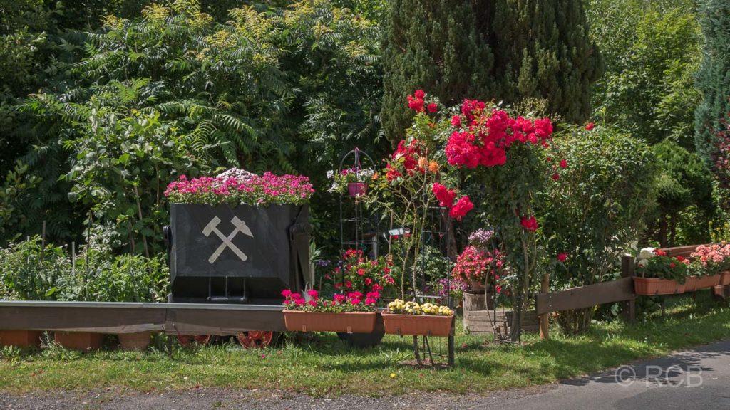 Garten mit Bergbaulore