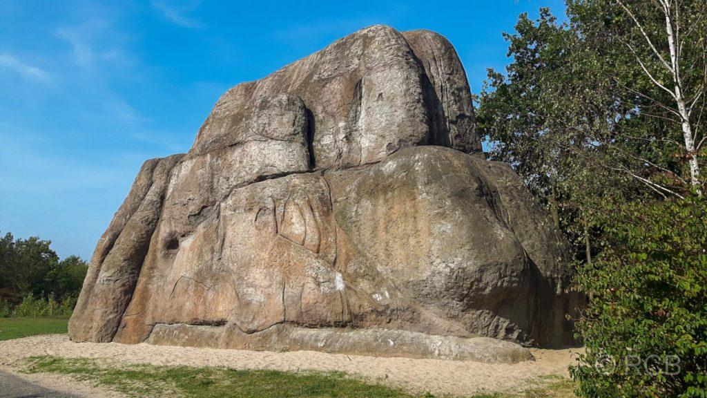 """EMSCHERKUNST.2010: """"Monument for a forgotten future"""" (Nachbau eines Felsen aus dem Joshua Tree NP in Kalifornien)"""