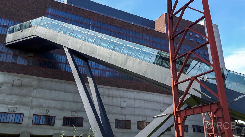 Die längste, freistehende Rolltreppe Deutschlands führt zum Ruhrmuseum auf Zeche Zollverein.