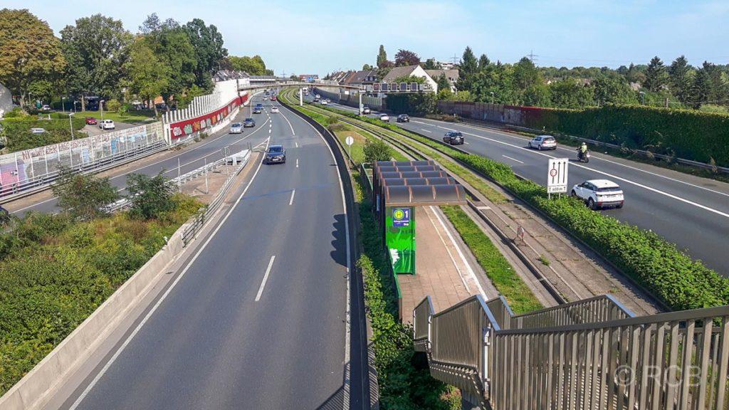 """Autobahn A40, """"Lebensader"""" des Ruhrgebiets, hier am Autobahndreieck Essen-Ost"""