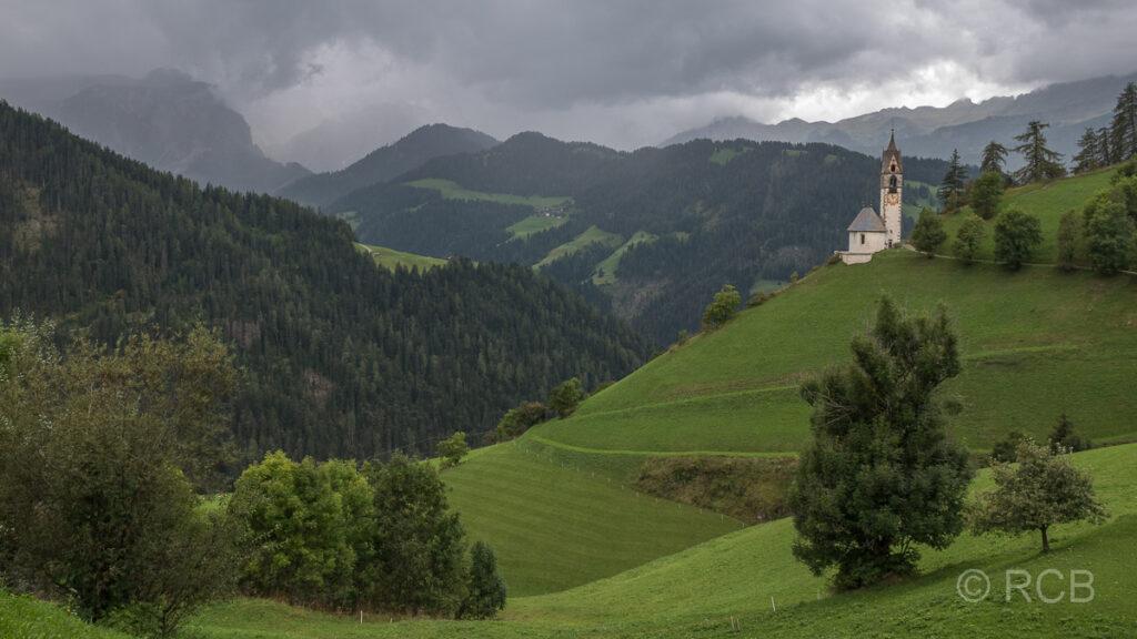 St. Barbara-Kapelle über dem Wengener Tal