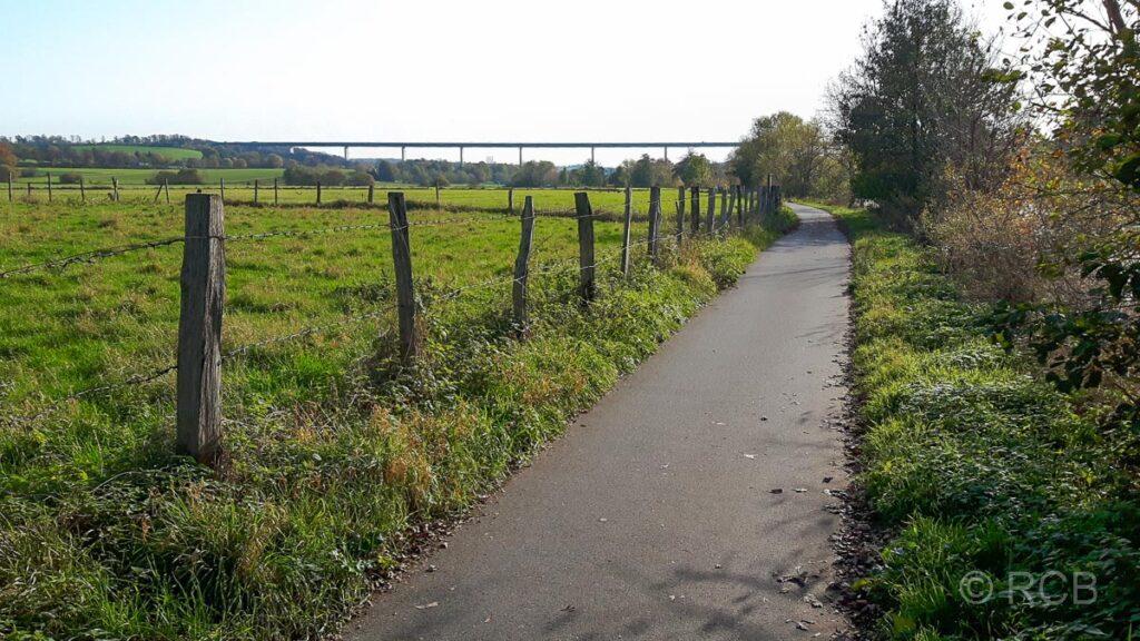 Blick zur Mintarder Brücke (A52)