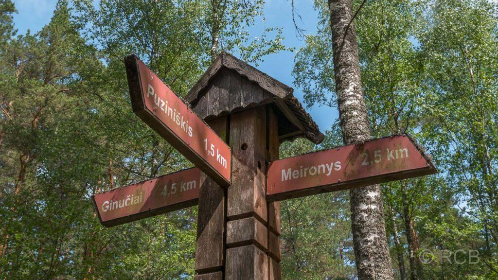 Hinweisschilder im Aukstaitija Nationalpark