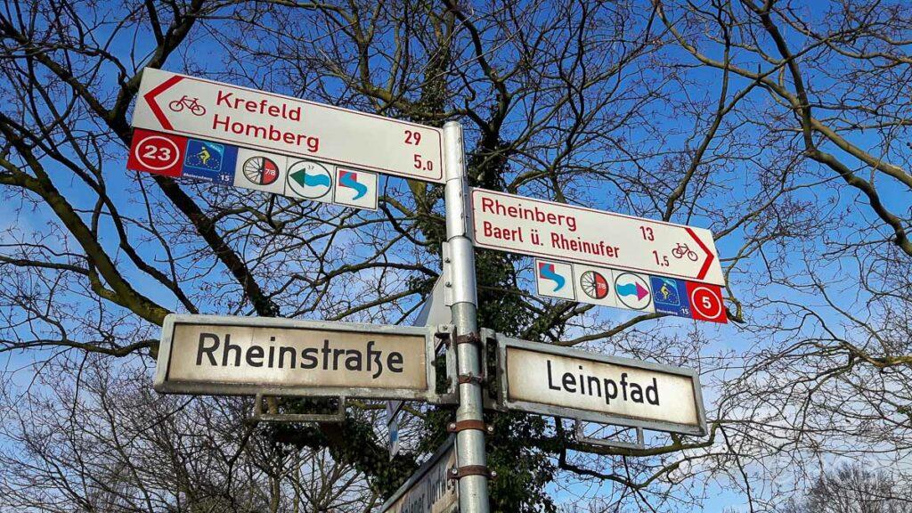 Schild am Rheinufer
