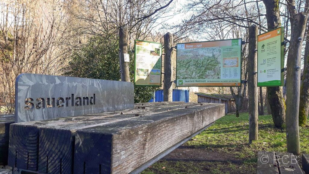 Start am Wanderparkplatz in Ispei