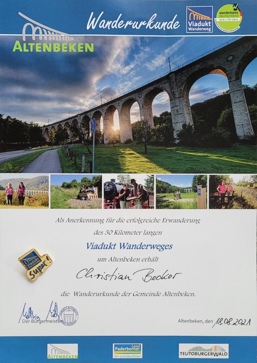 Urkunde und Wandernadel für den Viadukt-Wanderweg