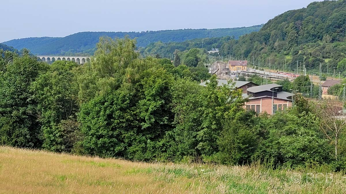 Blick zum Viadukt und auf den Eisenbahnknotenpunkt Altenbeken