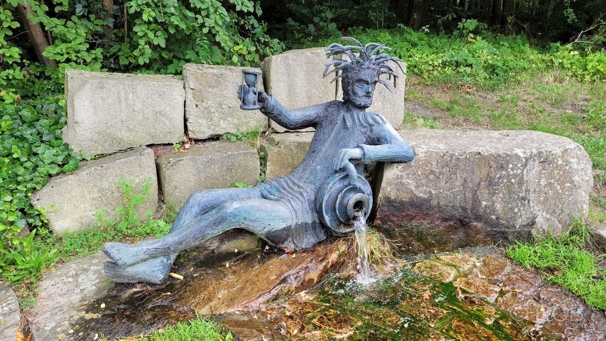 Wassermann-Denkmal an der Bollerbornquelle