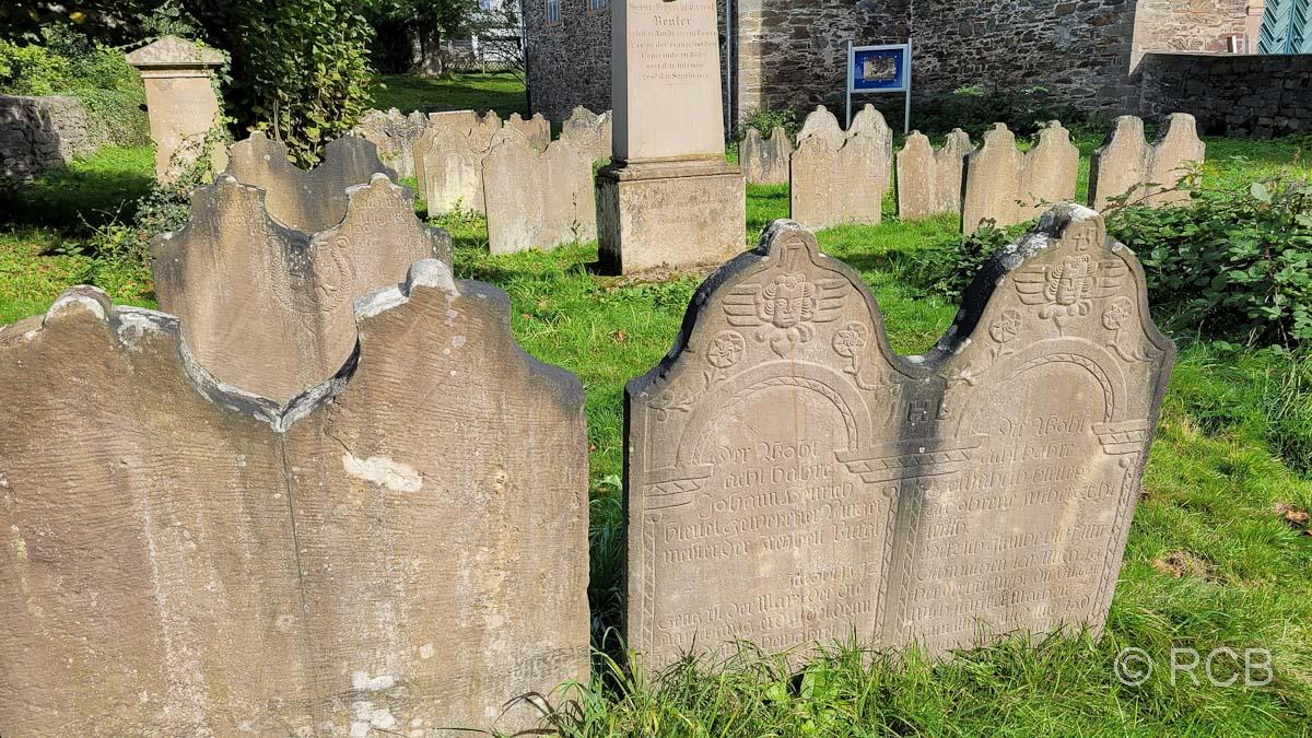Solingen-Burg, Grabsteine auf dem Friedhof